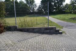 Einfriedung auf Stützmauern